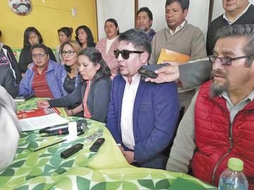Padres de familia piden renuncia de técnicos y alcalde dice es político