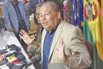 Ministro Romero desiste de sus denuncias contra usuarios de redes sociales