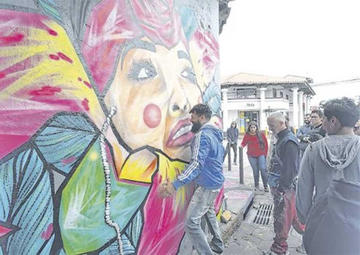 Estrenan arte mural en  el centro de Santa Cruz