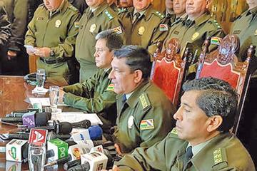"""Policía aplica baja """"definitiva"""" a 6 efectivos y procesa a otros 20"""