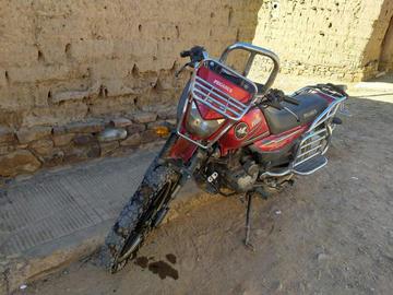 Motociclista se estrelló contra patrullero