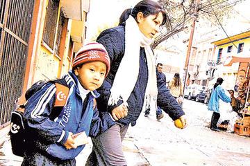 Frío motiva horario de invierno gradual pero sin cierre de escuelas