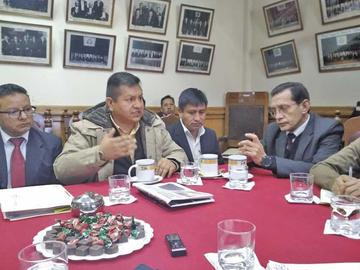 Autoridades defienden la dignidad de Potosí
