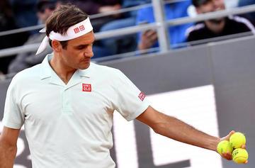 Federer entrenó en el Roland Garros