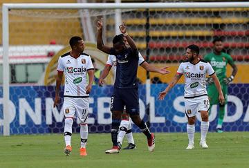 Universidad Católica goleó 6-0 a Melgar