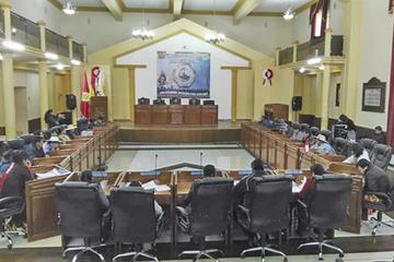 Los asambleístas ratifican convenios para obras viales