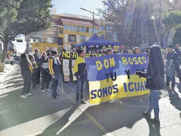 Estudiantes marcharon contra la discriminación
