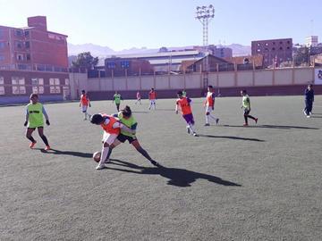 El equipo femenino de Real se alista para jugar en el torneo de la Asociación