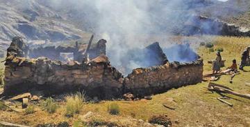 Pareja de ancianos se queda sin techo tras incendiarse su pequeña choza