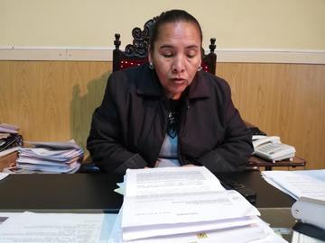 Cominan al Concejo a retirar la acusación contra funcionario