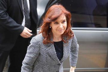 Imputada por asociación ilícita, Cristina Fernández acude a juicio