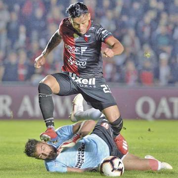 Colón derrotó al River Plate y se metió en los octavos de final