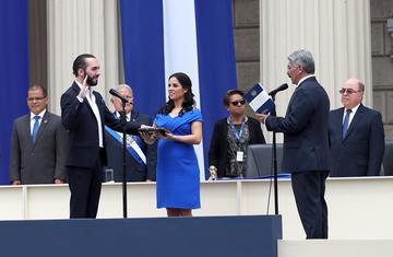 Bukele jura como presidente en El Salvador y cierra la posguerra