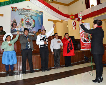 Policarpio Acarapi es reelegido como presidente de la Asamblea