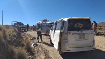 Choque de minibuses deja heridos a 17 estudiantes