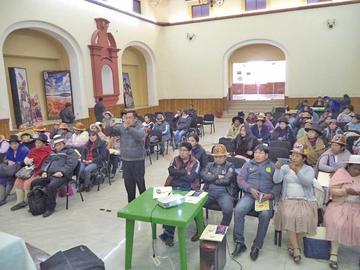 Continúa la socialización de la Ley 348 en Potosí