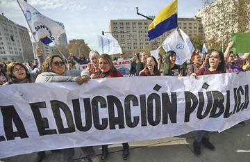 Profesores marchan en Chile y regiones en segundo día de paro