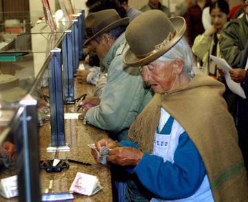 Gobierno proyecta subir en 50 Bolivianos la Renta Dignidad