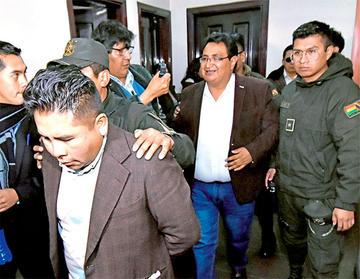 Ordenan detención domiciliaria para Barral sin derecho a trabajar