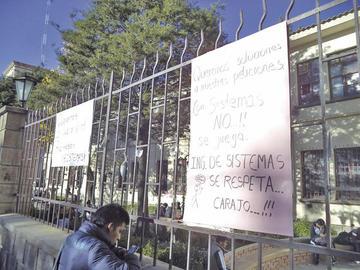 Buscan solución para reabrir el edificio central de la UATF