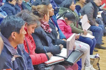 Reunión de padres con Alcaldía define atender necesidades escolares