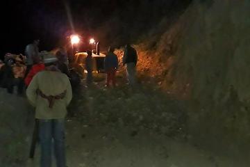 Chofer sobrevive tras quedar sepultado por deslizamiento de cerro