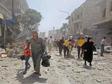Jornada de bombardeos causa más de cien muertos en Siria