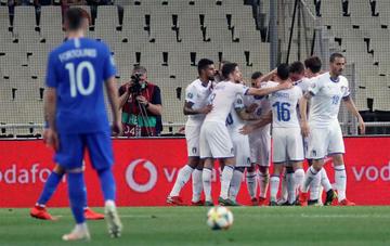 Italia golea a Grecia en Atenas y mantiene el pleno de puntos