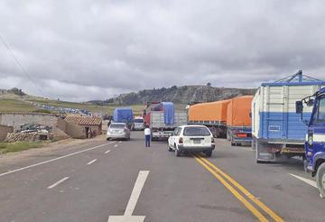 Bloqueos continúan aislando a Potosí por problemas sectoriales