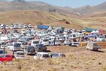 Comunarios intervienen feria de chutos en Pampa Colorada