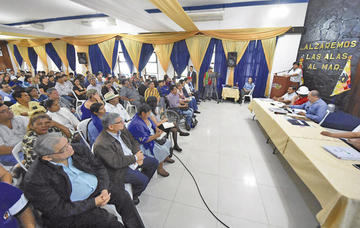 Morales admite que corrupción de funcionarios afecta al MAS