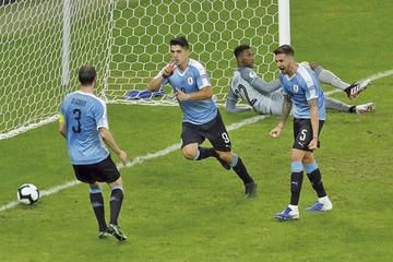 Uruguay goleó 4-0 a Ecuador