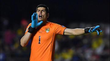 Lampe quiere festejar un gol ante Perú