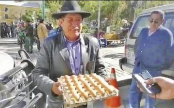 Le regalan huevos al vice y le retan a que debata