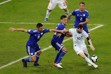 Argentina empata con Paraguay gracias a Messi