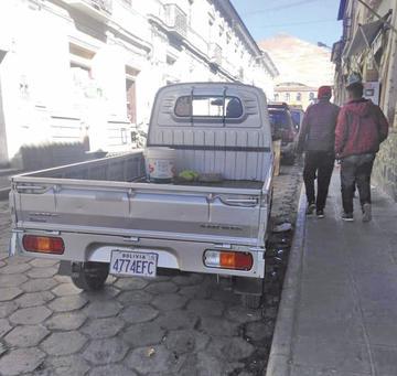 Alcaldía pierde millones por uso de placas del interior del país