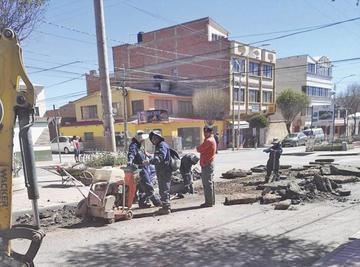 Trabajadores intervienen la avenida Murillo