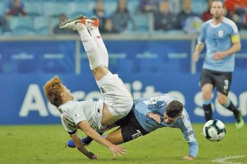 Uruguay empata 2-2 con Japón