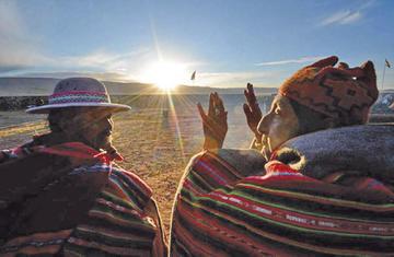 Potosinos recibieron al sol esta mañana en el cerro Ch'apini