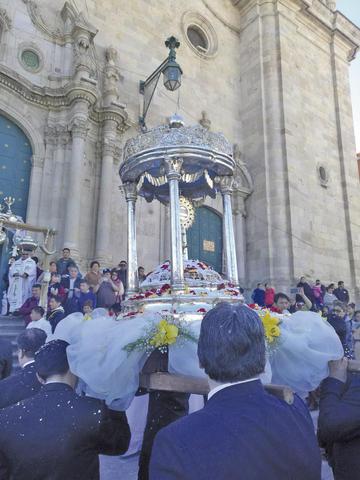Procesión de Corpus Christi tuvo más gente
