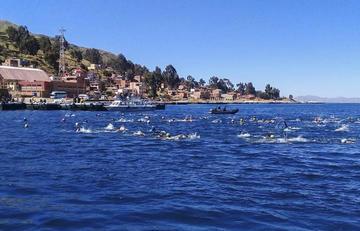 El Lago Titicaca albergó prueba de natación