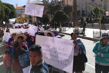 Los comunarios marcharon exigiendo desalojo de tierras