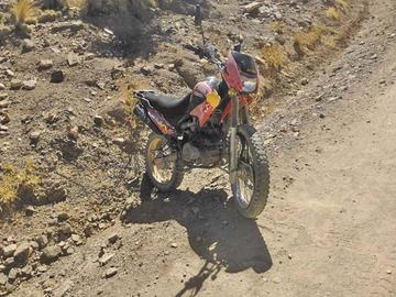Motociclistas chocaron en el camino a Vitichi