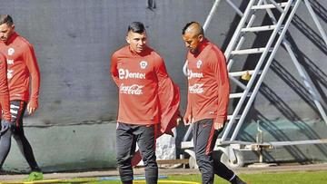 El chileno Medel entrena con normalidad y apunta a titular ante Colombia