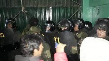 Denuncian a 4 jefes de la Policía por allanamiento de Adepcoca