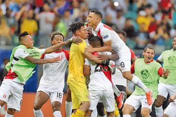 Perú vence en penales a Uruguay y se clasifica a semifinales