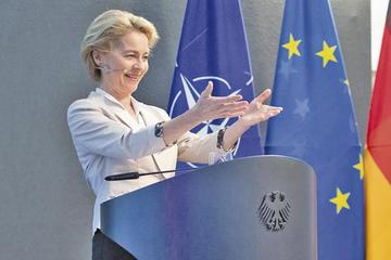 Proponen a la conservadora Von der Leyen para presidir la CE