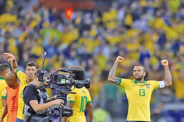 Brasil pasa a la final de la Copa