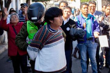Arrestan a dirigente del MAS en Sucre que intentó agredir a Mesa