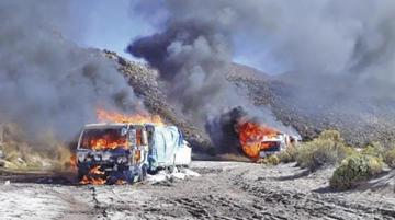 Oruro: convoy de camiones con contrabando rompe cerco militar